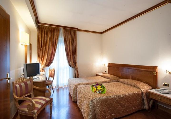 Stanza classic twin hotel marconi milano