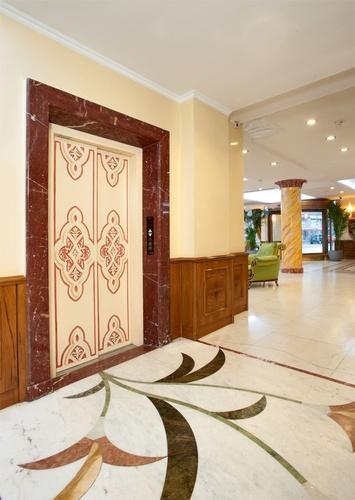 Ascensore hotel marconi milano